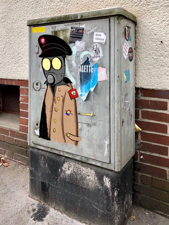 Digitale Kroenen Street Art auf einem Stromkasten