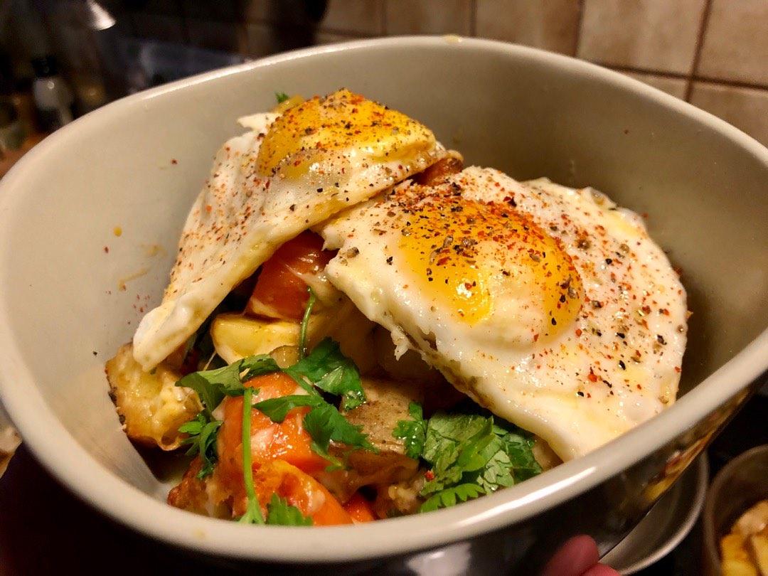 Ofenkartoffeln mit Gemüse und Ei
