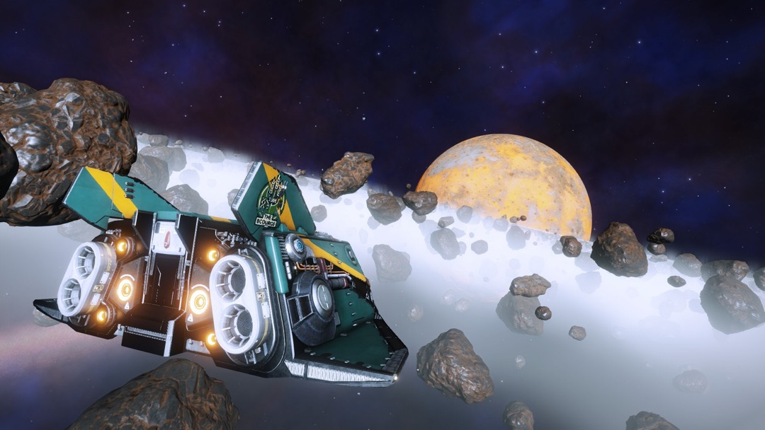 Ein Raumschiff vor einem Ringplaneten