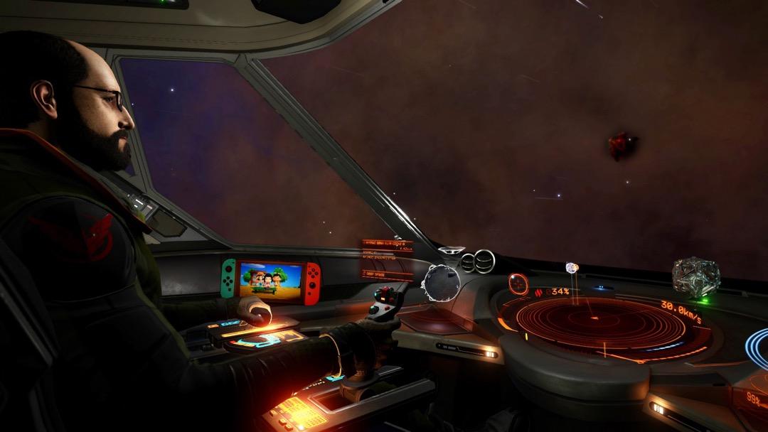 Ein Elite Commander mit einer Switch im Cockpit, auf der Animal Crossing läuft.