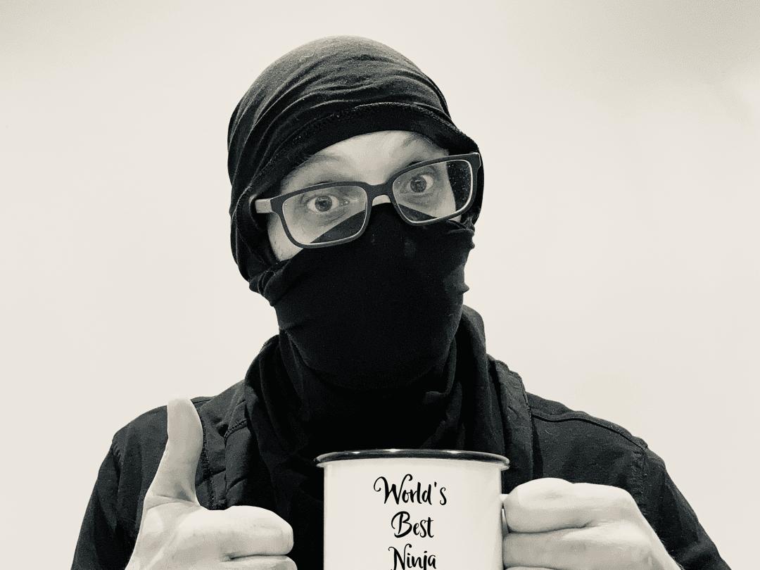 Drei Ninja, aber nur einer trägt die Maske richtig über Mind und Nase